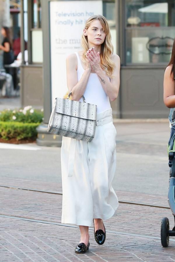 女友要买香奈儿包包 高仿Dior马鞍包